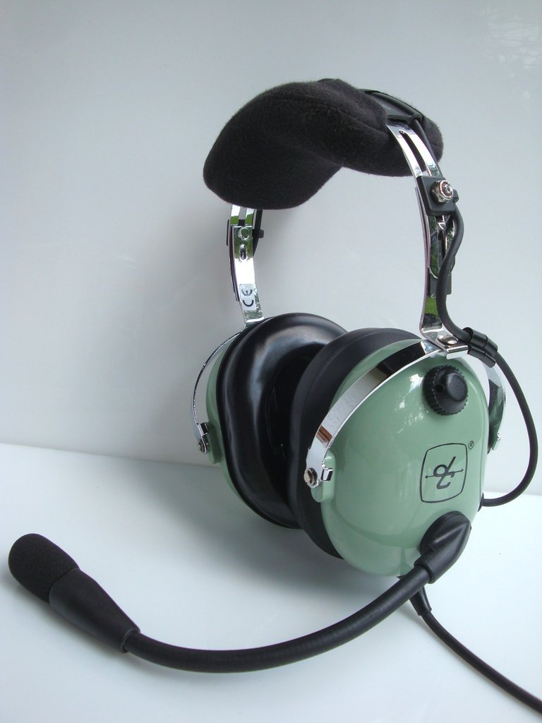 4d3b4d71f3f gebrauchtes Aviation Headset David Clark H10-13.4 - http   www ...